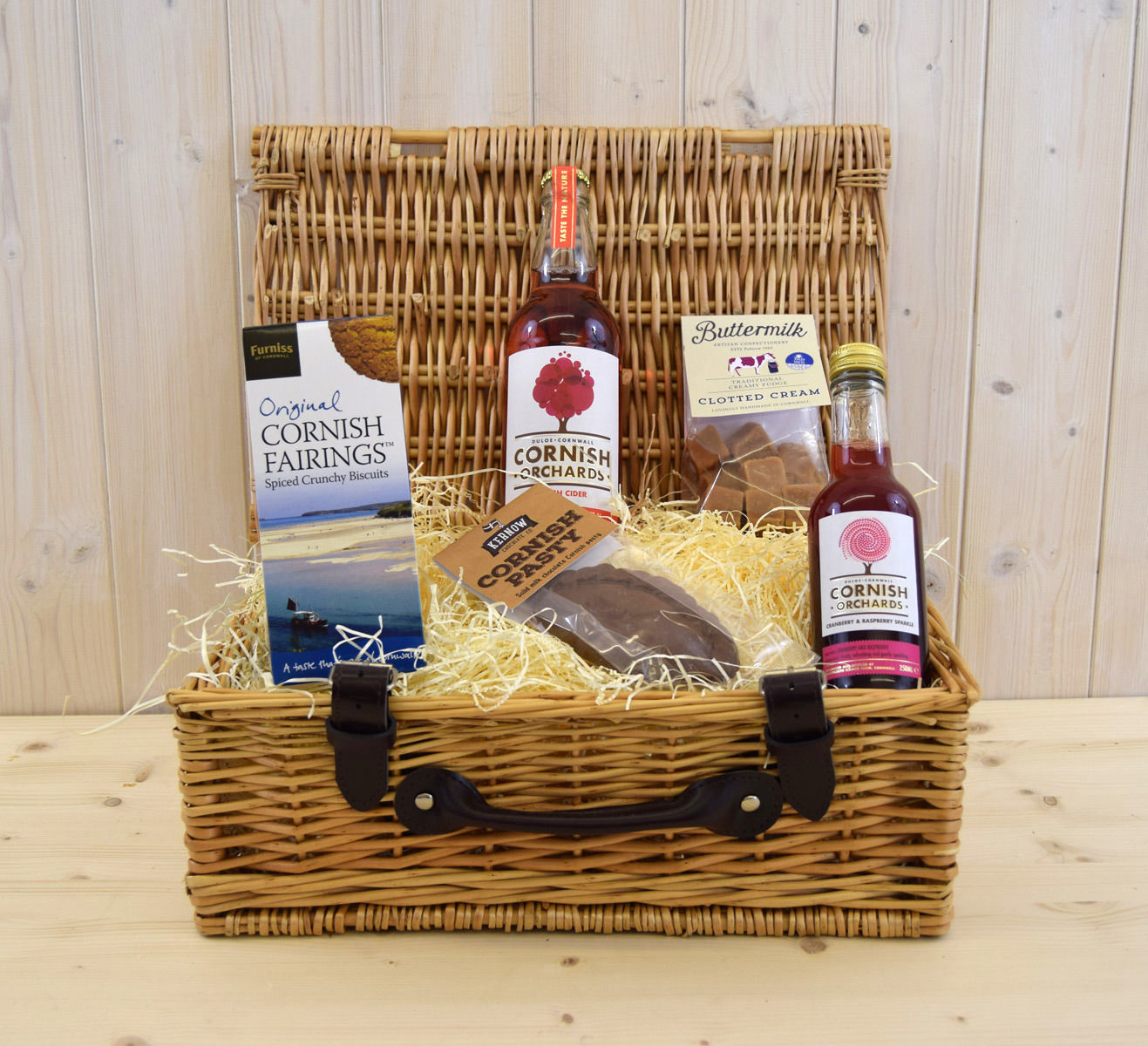 Includes our luxury Cornish Orchards cranberry & raspberry sparkle, Kernow's solid milk chocolate pasty and Cornish Fairing spiced biscuits.